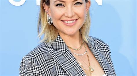 """Kate Hudson Says She Hopes to """"Connect"""" with Her Estranged"""