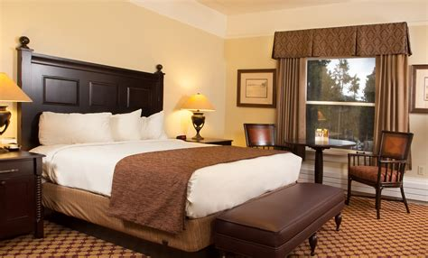 Lake Yellowstone Hotel and Cabins – Yellowstone Reservations
